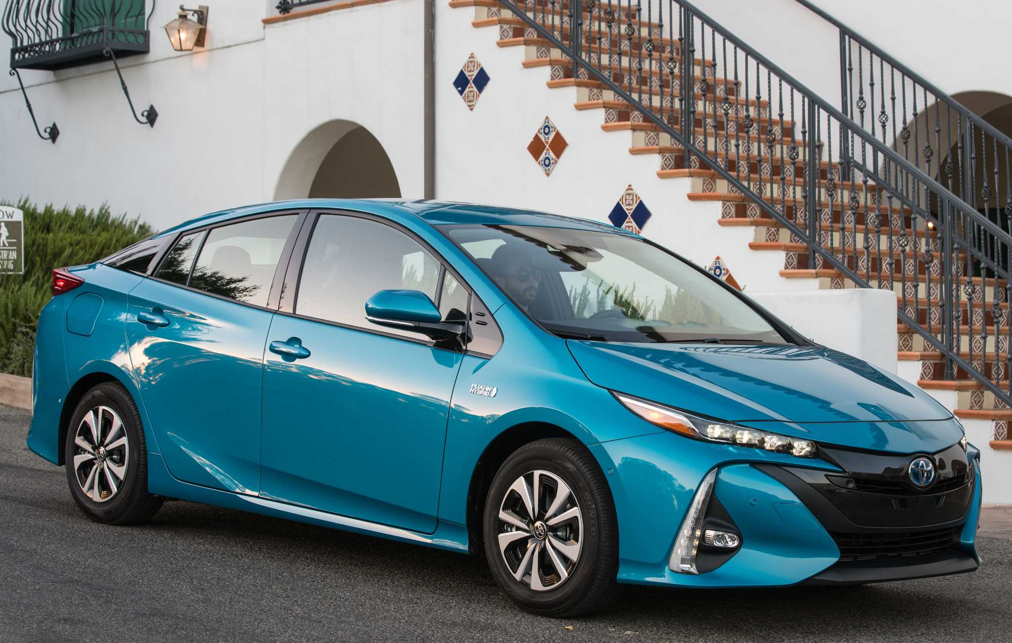 Toyota Prius Prime plug-in hybrid arrives for 2017