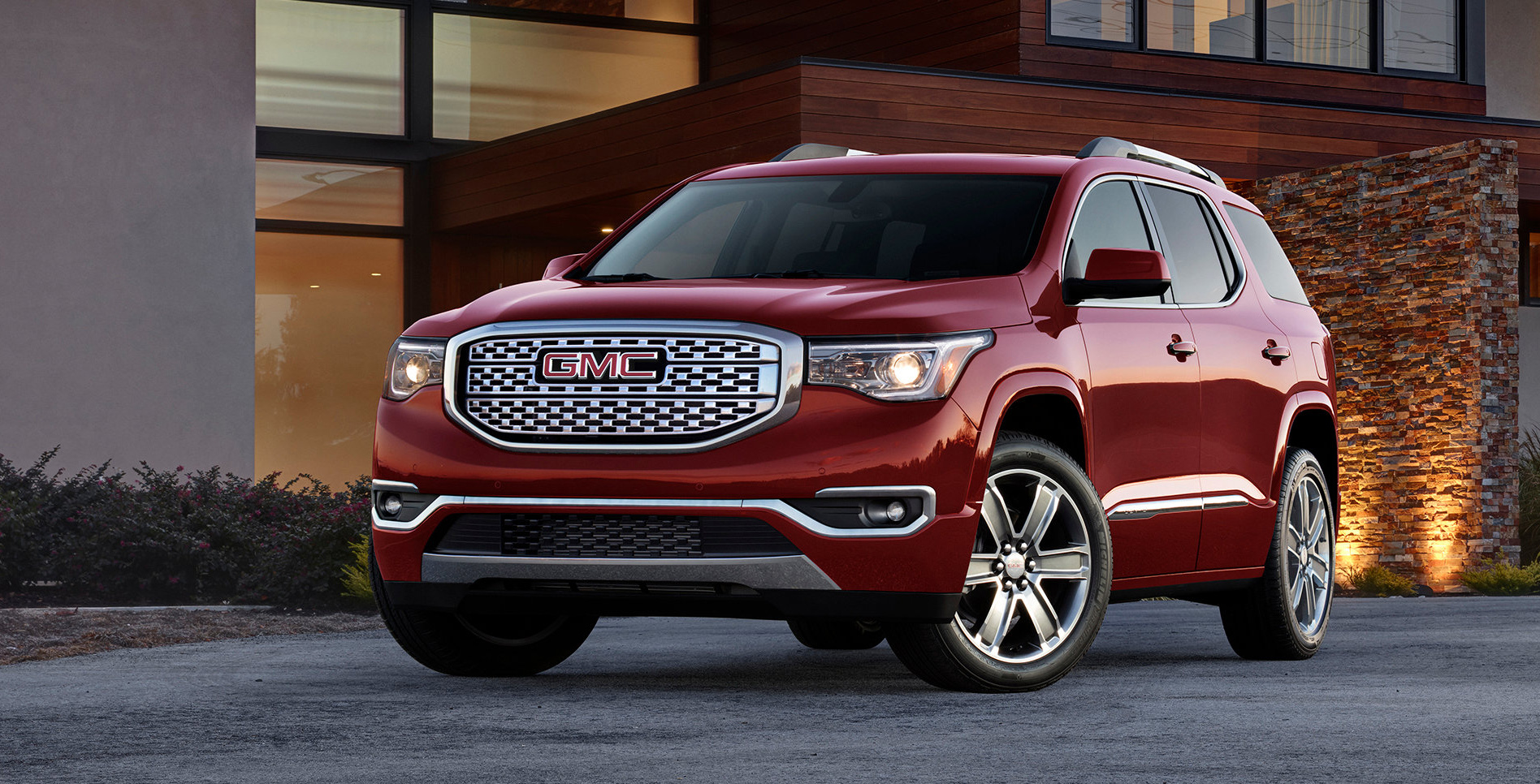 Downsized GMC Acadia sparkles with new V6, safety gear