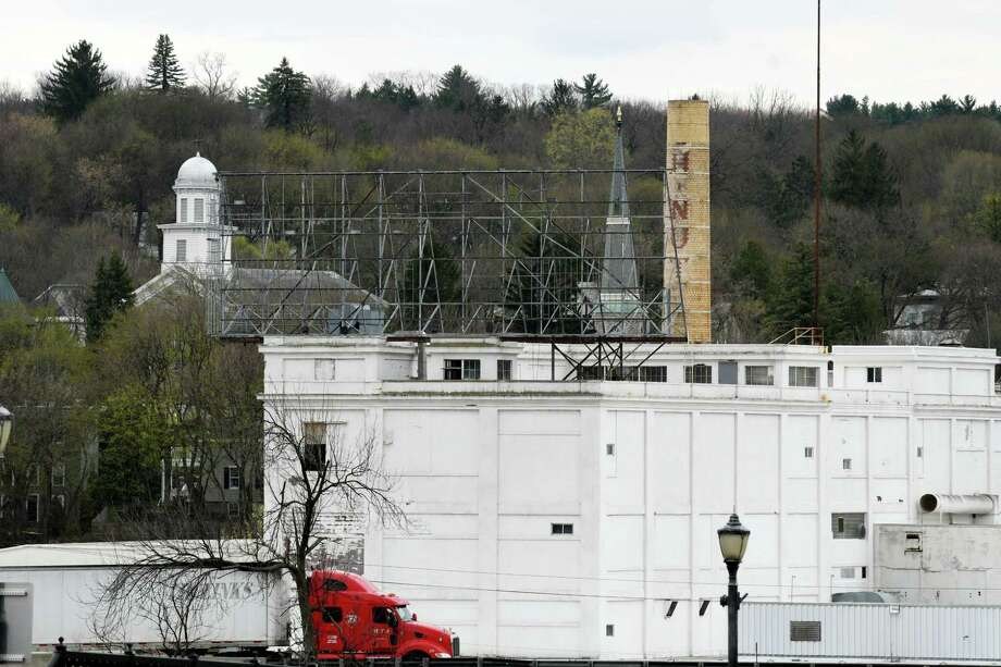 View of the former Beech-Nut plant on Wednesday, April 19, 2017, in Canajoharie, N.Y. EPA tests found unsafe levels of asbestos in piles of demolition debris and on portions of the exterior and interior of the former food plant. (Will Waldron/Times Union) Photo: Will Waldron / 20040316A