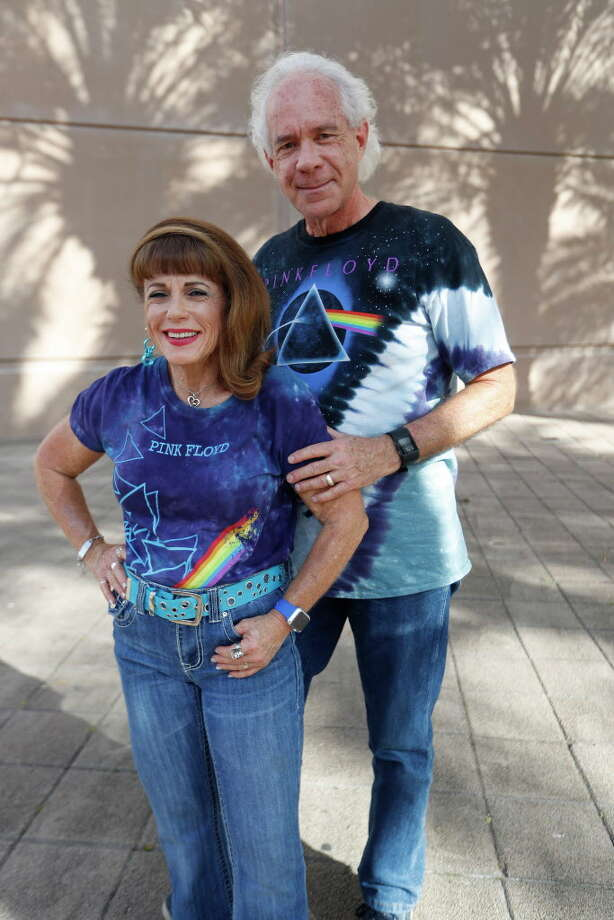 Fans wait outside to see Roger Waters perform at the Toyota Center on his Us and Them tour, Thursday, July, 6, 2017. Photo: Karen Warren, Houston Chronicle / 2017 Houston Chronicle