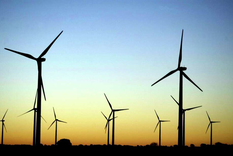 Giant wind turbines dot the sky at dawn near Honrrubia, central Spain, in this February 11, 2004 file photo. Europeans celebrate European Wind Day on June 15, 2007 to raise awareness of the power, popularity and effectiveness of wind energy right across Europe. Spain is the world's second-largest producer of wind power after Germany. REUTERS/Sergio Perez/Files (SPAIN) Photo: SERGIO PEREZ / X00213