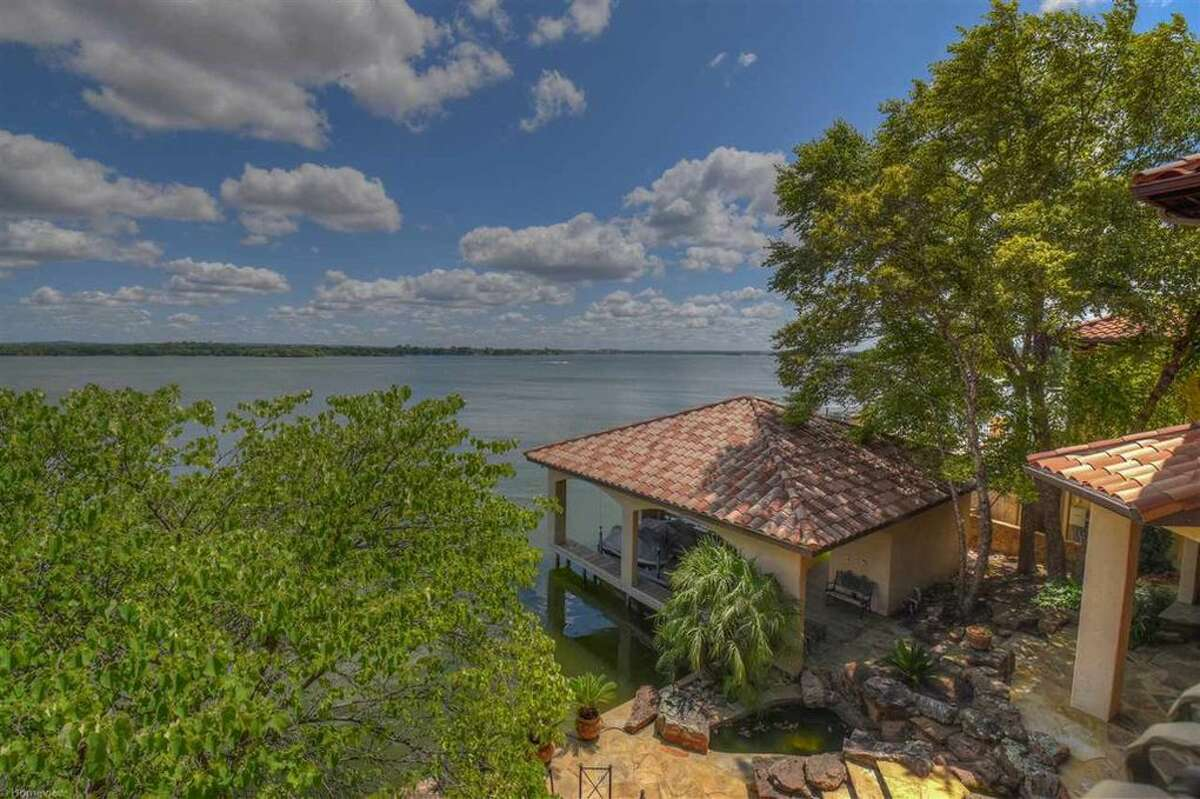 Secretary of State Rex Tillerson and his wife Renda have listed their four-bedroom resort property in Horseshoe Bay, Texas fro $3,975,000.