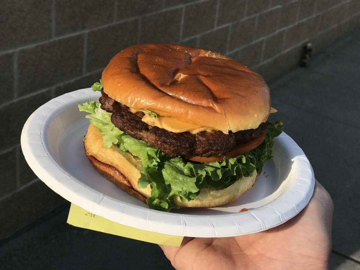 Costco's new trial run of cheeseburgers (taste-tested in Seattle) features crisp lettuce and fresh tomatoes with a 1/3-pound organic beef patty.