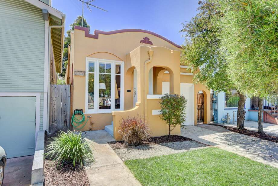 This sweet 1926 bungalow in Oakland's Chevrolet Park neighborhood near Mills College is on the market for $409,000. Photo: MariannaPix, Ewalk Tours