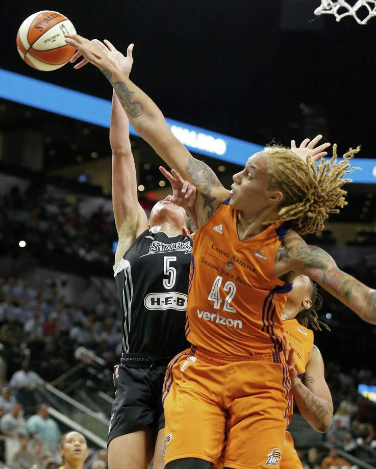 Stars forward Dearica Hamby is rejected by 6-foot-8 Mercury center Britney Griner in the first half. Photo: Edward A. Ornelas /Express-News / © 2017 San Antonio Express-News