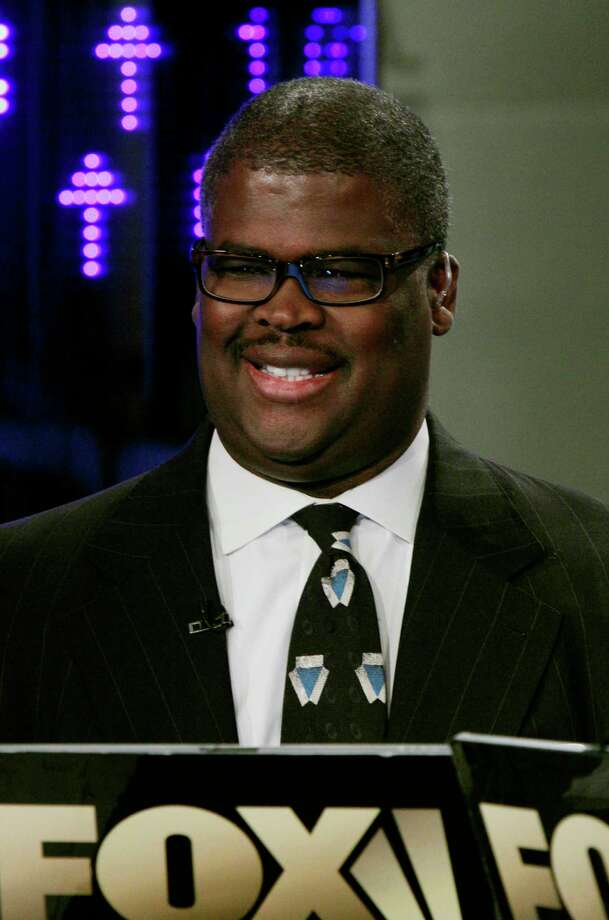 """FILE - In this April 11, 2011 file photo, Charles Payne, of the Fox Business Network, appears on """"Varney & Co.,"""" in New York. Payne has been suspended after reportedly being accused of sexual harassment. The network said Thursday, July 6, 2017, it suspended """"Making Money"""" anchor Payne pending an investigation, but didn't provide any details. (AP Photo/Richard Drew, File) Photo: Richard Drew, STF / Copyright 2017 The Associated Press. All rights reserved."""