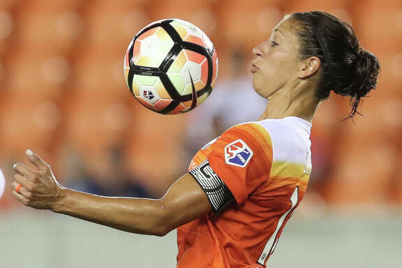 Houston Dash forward Carli Lloyd (10) stops the ball with her chest during the second half of the game at BBVA Compass Stadium Saturday, July 8, 2017, in Houston. ( Yi-Chin Lee / Houston Chronicle )