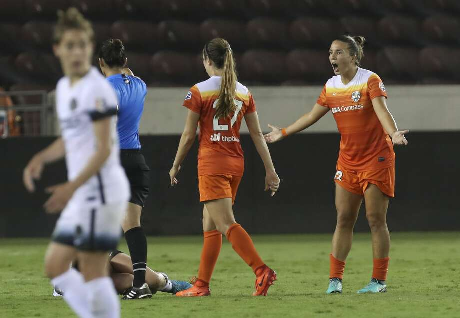 Houston Dash midfielder Amber Brooks (12) argues with Referee Christina Unkel for a foul against her during the second half of the game at BBVA Compass Stadium Saturday, July 8, 2017, in Houston. ( Yi-Chin Lee / Houston Chronicle ) Photo: Yi-Chin Lee/Houston Chronicle