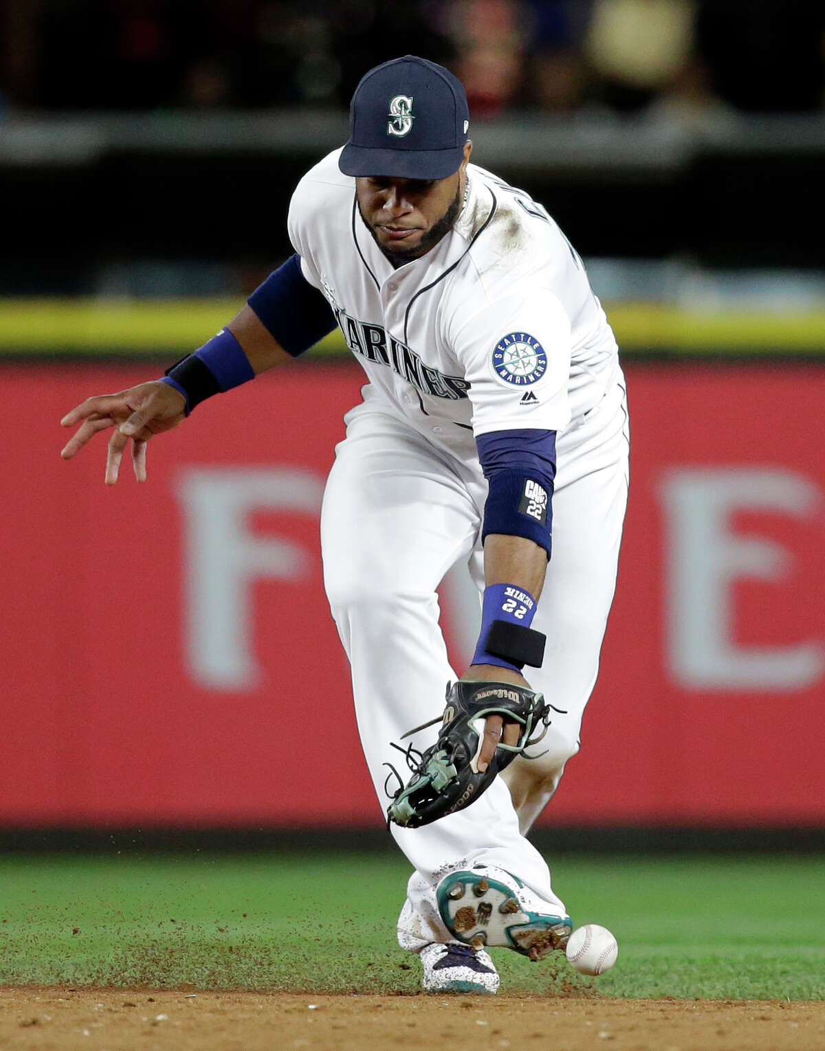 Seattle Mariners second baseman Robinson Cano misplays a grounder from Kansas City Royals' Lorenzo Cain for an error during the 10th inning of a baseball game Wednesday, July 5, 2017, in Seattle. (AP Photo/Elaine Thompson)