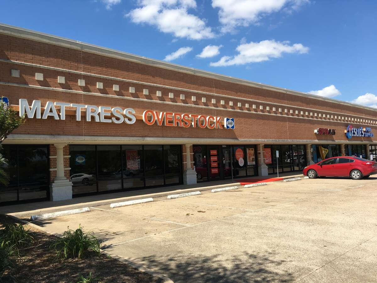 Baker Katz has acquired a shopping center at Beltway 8 and Fairmont Parkway in Pasadena. Renovations will include new signage and landscaping.