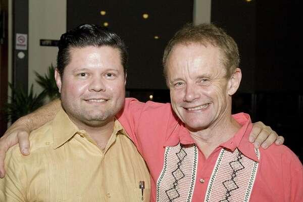 Homero Tijerina y Jon Guido Bertelli en el restaurante Thirty Thirty en una cena de despedida para Bertelli.
