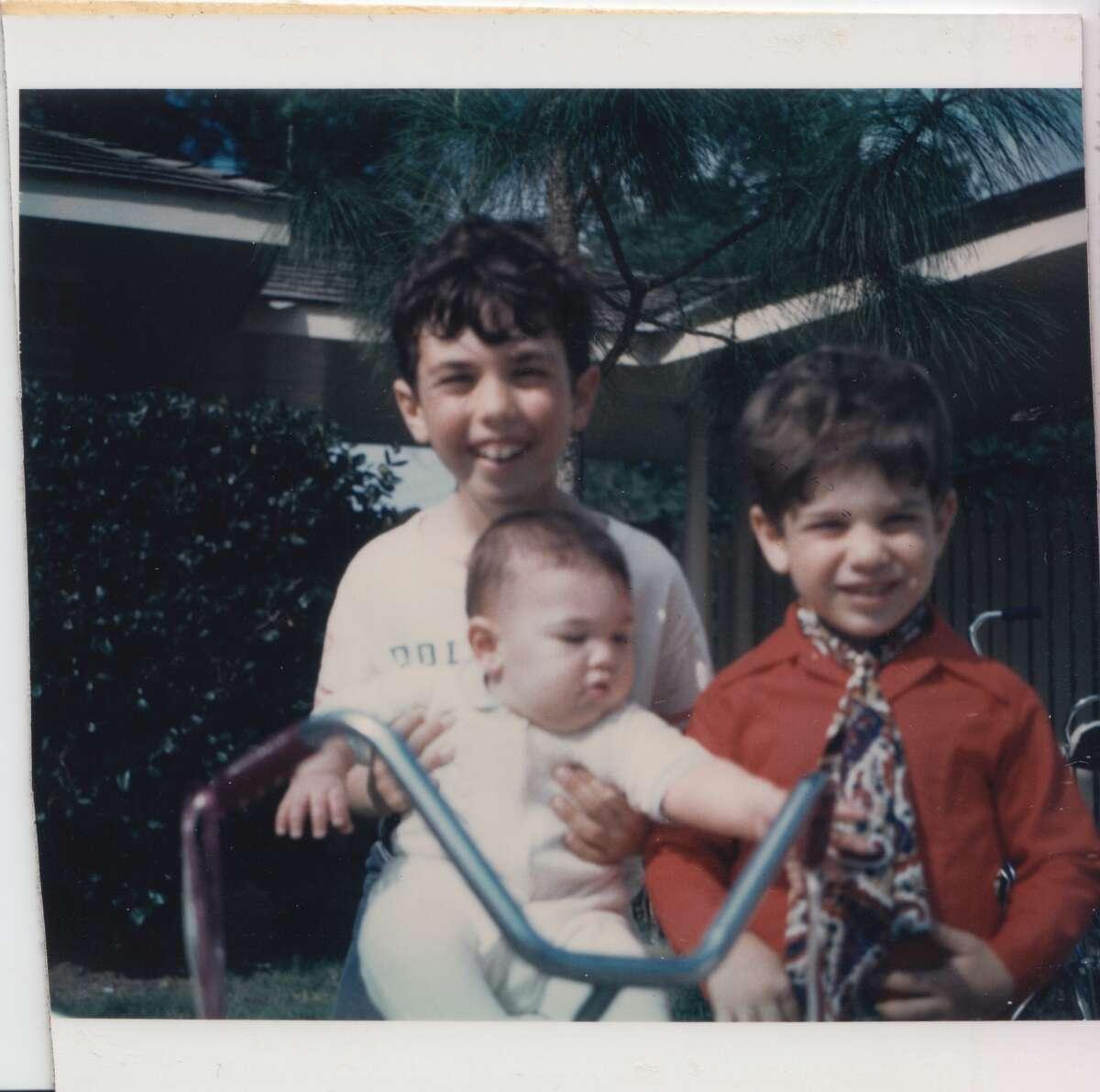 Evan Katz (back, left), holding his sister, Lissy. Lenny Katz is at right.