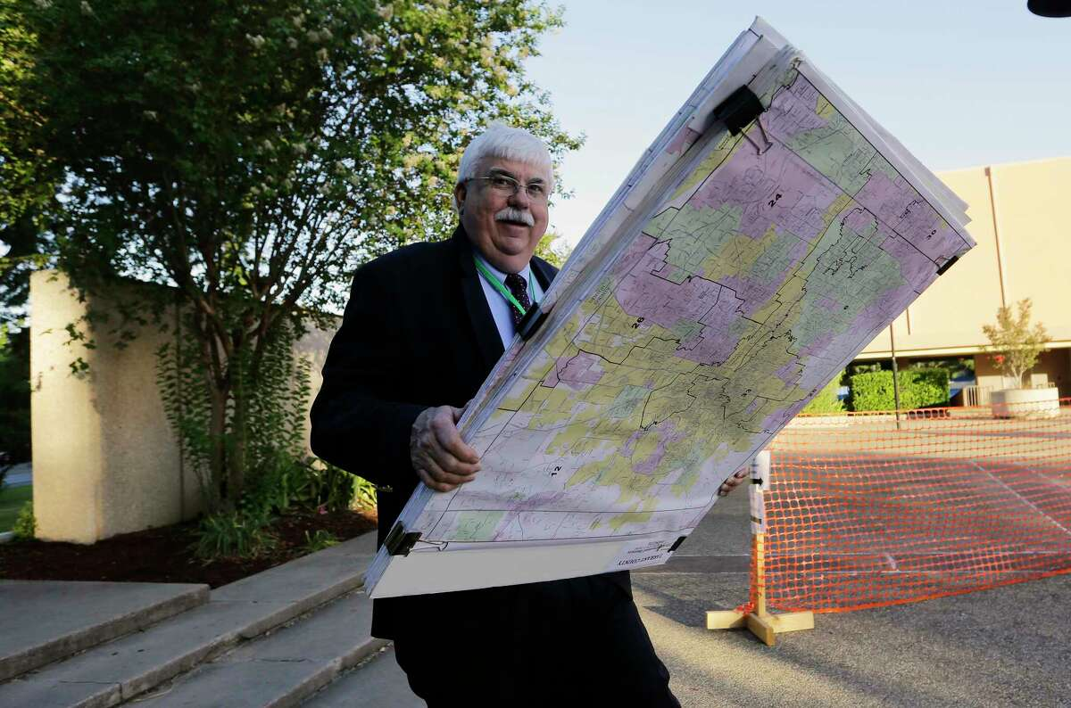 Russ Tidwell, a former lobbyist helping minority rights groups sue Texas over Republican-drawn voting maps, heads to federal courthouse Monday.