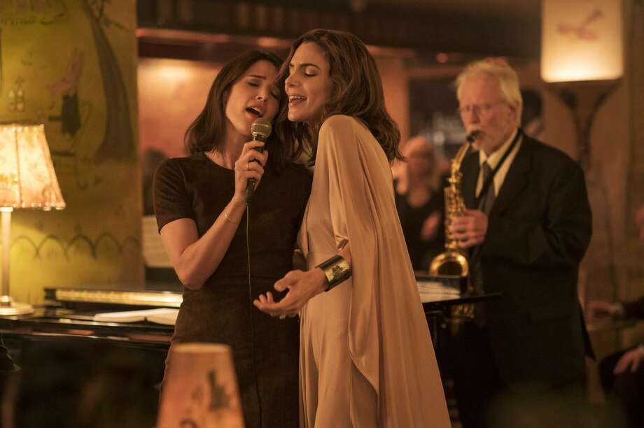 """Cobie Smulders and Annie Parisse are in the ensemble cast of """"Friends From College."""" Photo: David Lee/Netflix / David Lee / Netflix"""