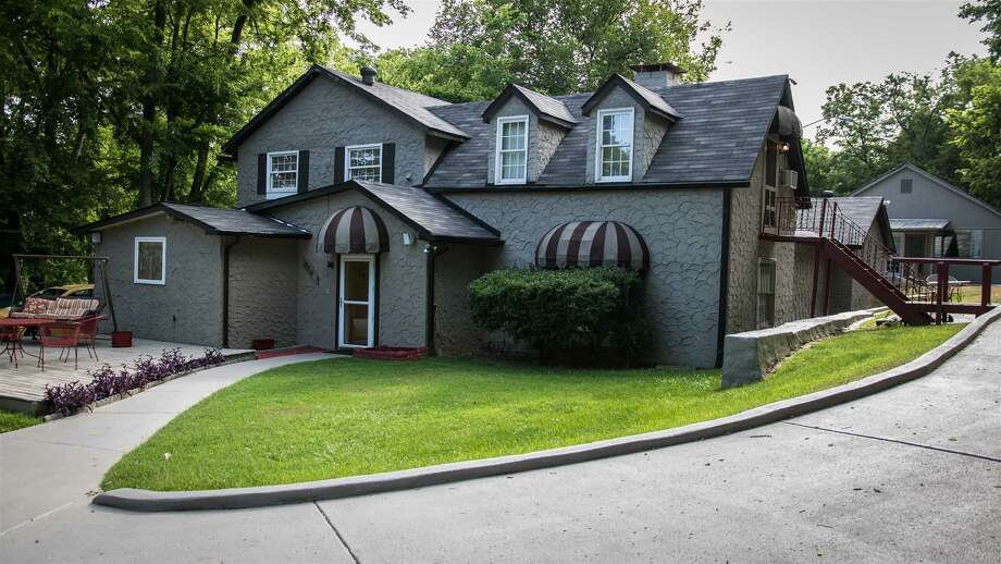 Dolly Parton's former home at 3146 Glencliff Rd in Nashville is on the market for $1.2 million. Photo: Realtor Donna Brewer