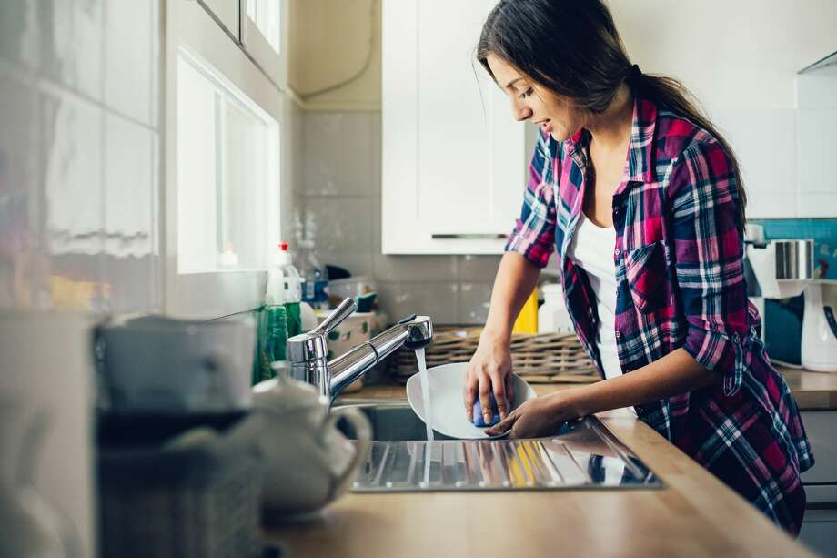 >>See the cleaning myths we BUSTED: Photo: Pixelfit/Getty Images