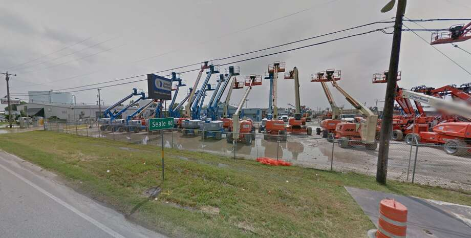 United Rentals Branch G33: 727 North WW White Road, San Antonio, TX 78219Violation(s): Two times the tolerance Photo: Google Maps Screengrab