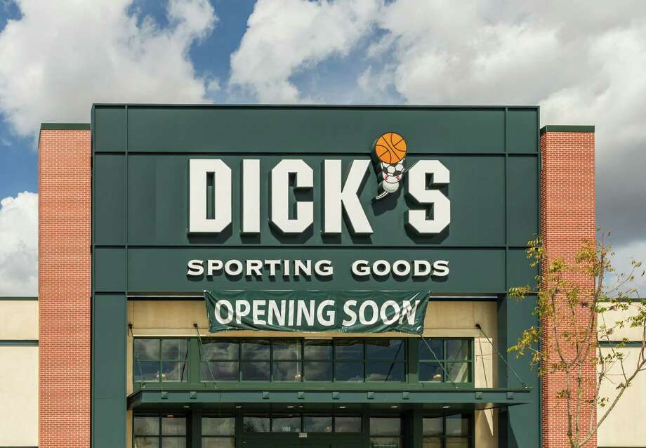 File photo of a Dick's Sporting Goods storefront.  (Leslie Plaza Johnson/Chronicle) Photo: Leslie Plaza Johnson, Freelancer / Freelance