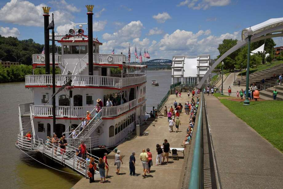 BB Riverboats' River Queen makes regular trips up and down the Kanawha River in Charleston, W.Va. Photo: Michael S. Williamson /Washington Post / The Washington Post