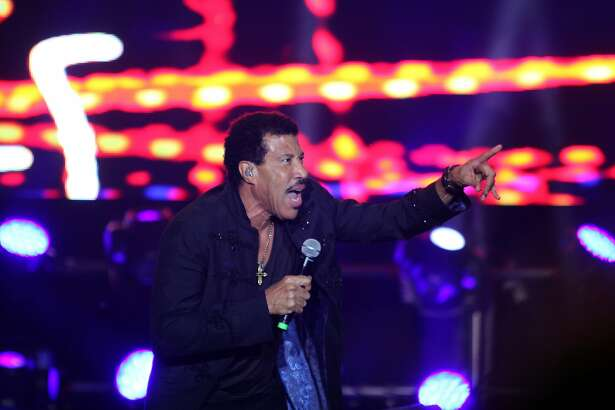 US soul singer Lionel Richie performs during a concert held in Yacht and Golf club of Paraguay in Lambare on March 3, 2016.  / AFP / NORBERTO DUARTENORBERTO DUARTE/AFP/Getty Images