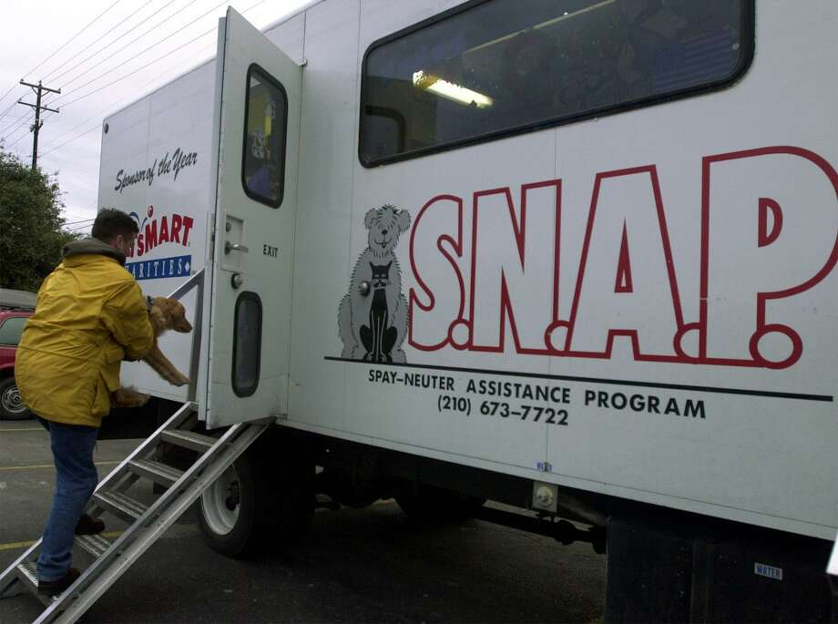 The SNAP trailer mobile spay and neuter clinic is just one of many options for low-cost spay and neuter services in San Antonio. Photo: Express-News File Photo / SAN ANTONIO EXPRESS-NEWS
