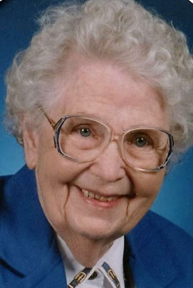 Mamie Meroney Sims, who returned to college at Our Lady of the Lake University in her mid-50s to earn a bachelor's degree in English, died July 4 at 98. Photo: Courtesy Photo