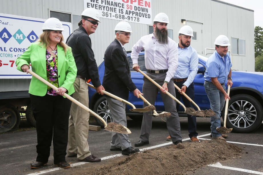 Groundbreaking attendees from Evolution Mitsubishi of Conroe, Diamond Commercial Construction, the City of Conroe, and the Greater Conroe/Lake Conroe Chamber of Commerce pose for a photo Tuesday at Evolution Mitsubishi of Conroe. Photo: Michael Minasi, Staff Photographer / © 2017 Houston Chronicle