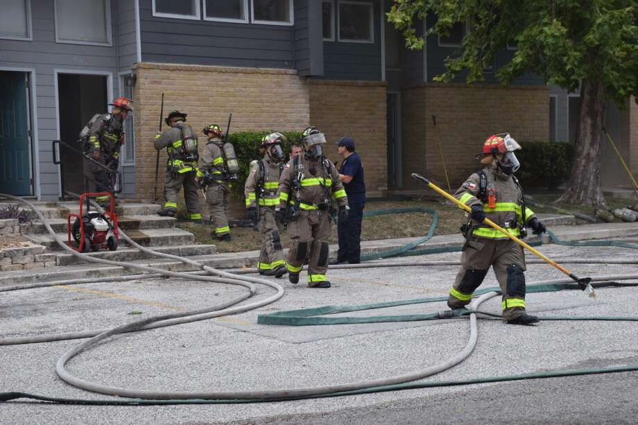 Firefighters on Wednesday responded to reports of a blaze at an apartment complex in the 7200 block of South Presa Street. Photo: Caleb Downs / San Antonio Express-News