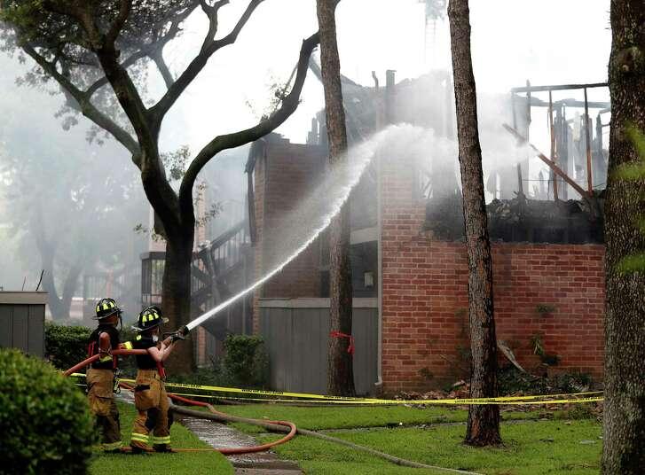 Houston firefighters battle a fire June 22 at Carmel Creek Apartment complex. ( Karen Warren / Houston Chronicle )