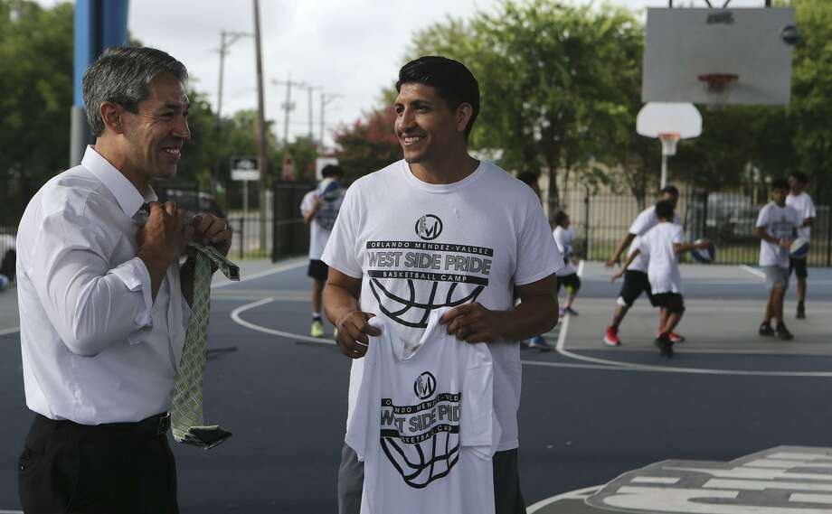 Mayor Ron Nirenberg joins Orlando Mendez-Valdez at the Lanier High School graduate's basketball clinic. The mayor called the professional athlete an inspiration. Photo: John Davenport /San Antonio Express-News / ©John Davenport/San Antonio Express-News