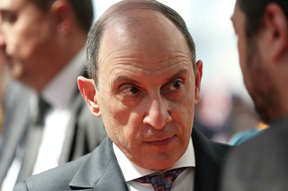 Qatar Airways boss sorry for 'grandmothers' remark