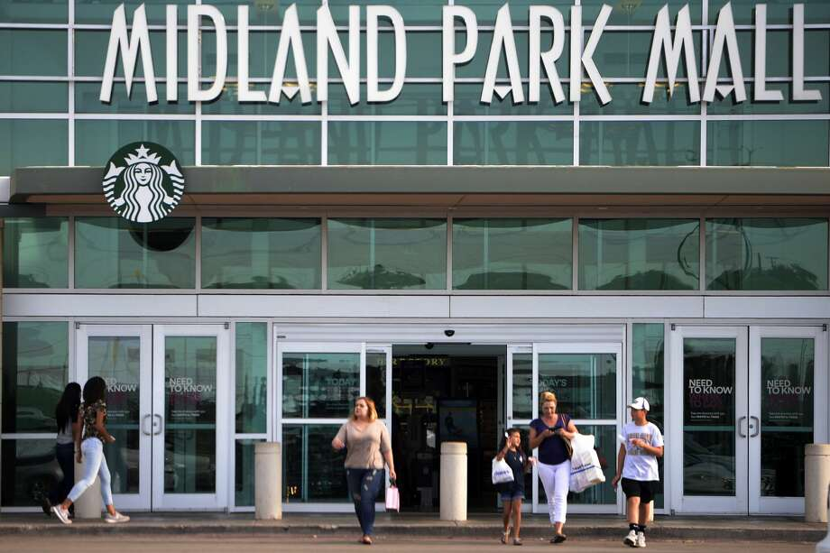 Shoppers photographed near the entrace of Midland Park Mall, July 12, 2017. James Durbin/Reporter-Telegram Photo: James Durbin