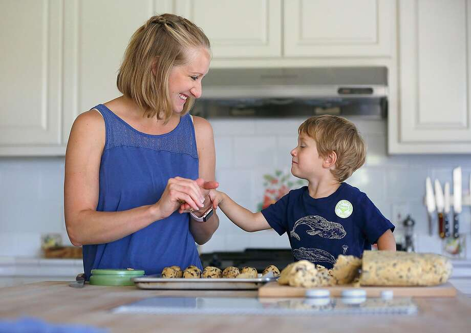 Bay area chef Shauna Des Voignes makes chocolate chip cookies with 2-year-old son Henry Des Voignes in their kitchen in Acampo (San Joaquin County). Photo: Liz Hafalia, The Chronicle
