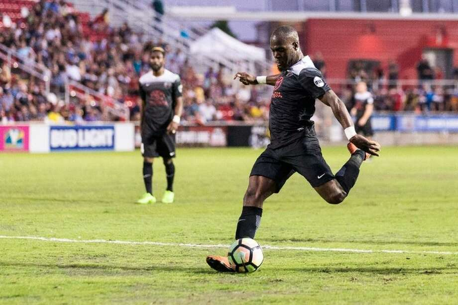 San Antonio FC's Billy Forbes takes a shot against Phoenix Rising FC on May 20, 2017, at Toyota Field. Photo: Express-News Photo /
