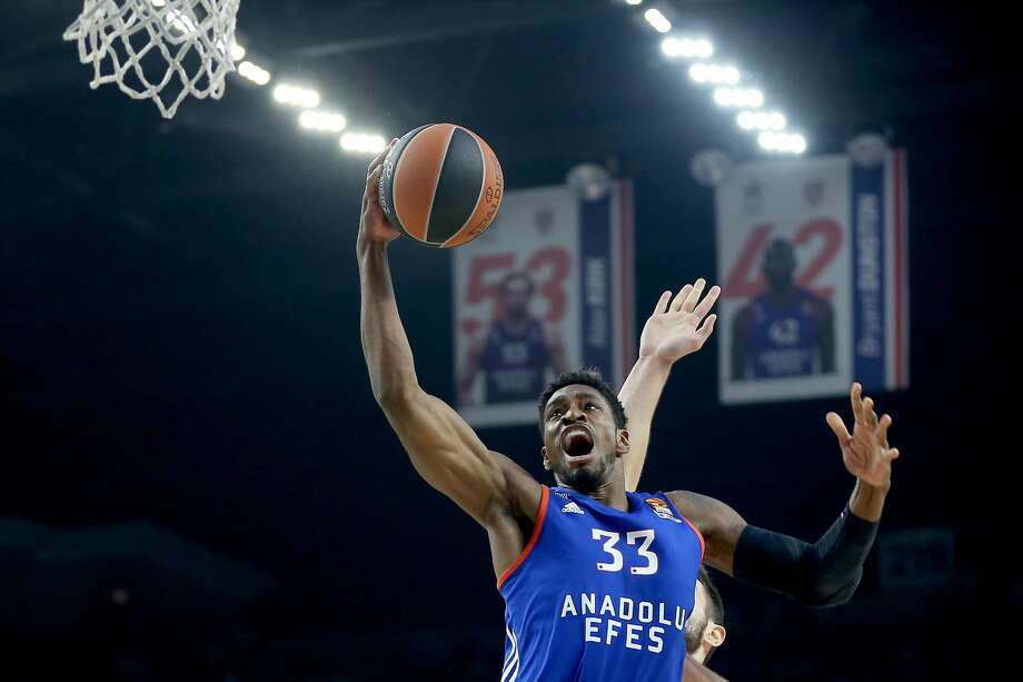 ISTANBUL, TURKEY - APRIL 28 : Brandon Paul (33) of Anadolu Efes in action during the Turkish Airlines Euroleague Playoffs Game 4th match between Anadolu Efes and Olympiacos Piraeus at Abdi Ipekci Arena in Istanbul, Turkey on April 28, 2017. (Photo by Onur Coban/Anadolu Agency/Getty Images) Photo: Anadolu Agency/Getty Images