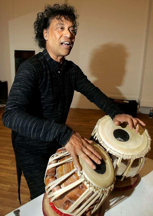 CHITRESH_108_LH.jpg  Guru dance master Chitresh Das during rehearsal.   Photographed by Liz Hafalia on 9/14/05 in San Francisco, California.   SFC Photo: Liz Hafalia, SFC