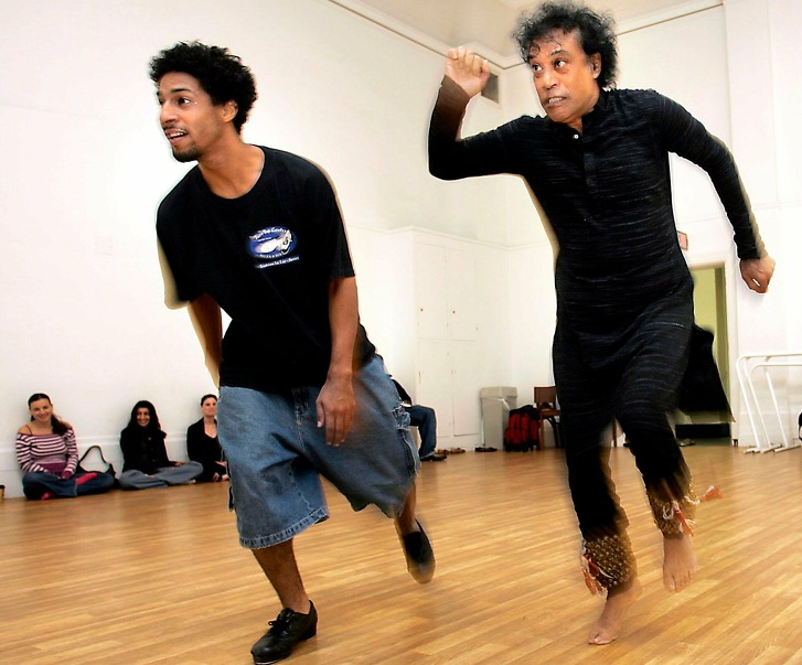 CHITRESH_162_LH.jpg   Guru dance master Chitresh Das (right) and tap dancer Jason Samuels Smith (left) during rehearsal.   Photographed by Liz Hafalia on 9/14/05 in San Francisco, California.   SFC