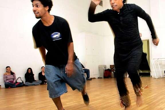 CHITRESH_162_LH.jpg   Guru dance master Chitresh Das (right) and tap dancer Jason Samuels Smith (left) during rehearsal.   Photographed by Liz Hafalia on 9/14/05 in San Francisco, California.   SFC