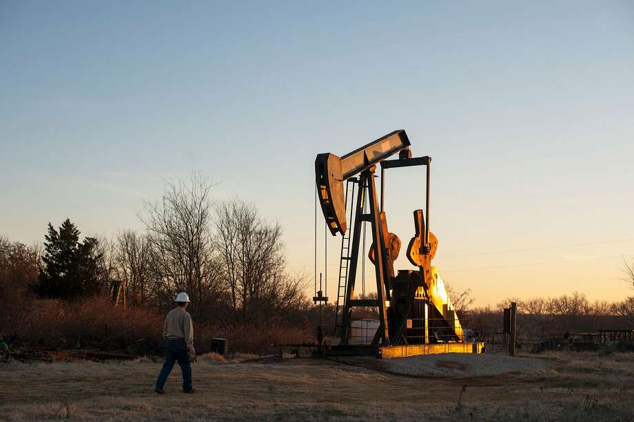 A court blocked the delay of rules to reduce oil industry releases of methane, such as at this site in Ardmore, Okla. Photo: BRANDON THIBODEAUX, NYT