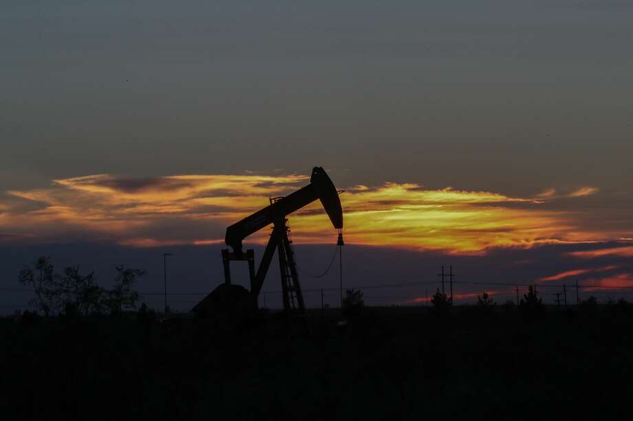 An oil rig at sunset in Midland, Texas Tuesday, June 27, 2017, in Midland. ( Steve Gonzales  / Houston Chronicle ) Photo: Steve Gonzales/Houston Chronicle