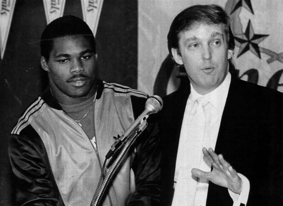EAST RUTHERFORD, NJ - CIRCA 1983:  Team Owner Donald Trump announces he has signed Herschel Walker to play running back for the New Jersey Generals in New Jersey. Walker played for the General form 1983-85. (Photo by Sporting News via Getty Images) Photo: The Sporting News/Sporting News Via Getty Images