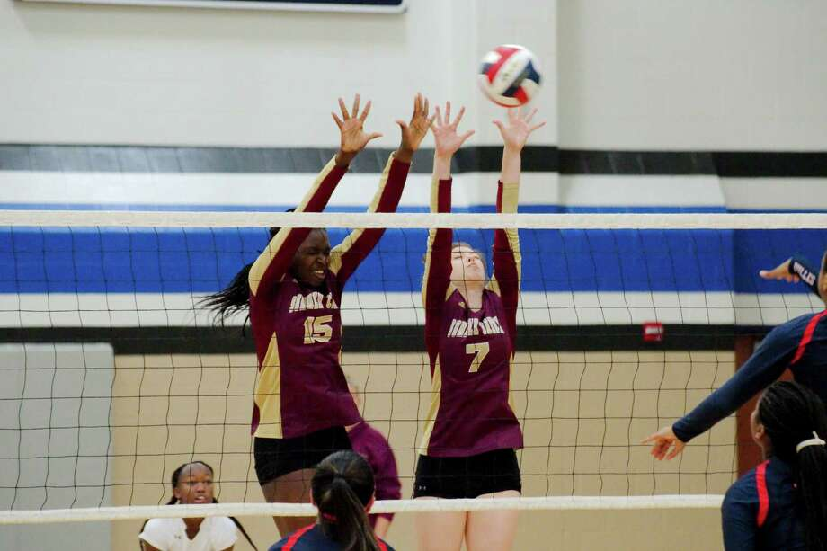 Summer Creek's Anota Adekunle (15) and Summer Creek's Regan Wright (7) try to block a shot at the net against Dulles during the BSN/Under Armour CCISD Volleyball Tournament at Clear Springs High School Thursday, Sep. 1. Photo: Kirk Sides / © 2016 Kirk Sides / Houston Community Newspapers