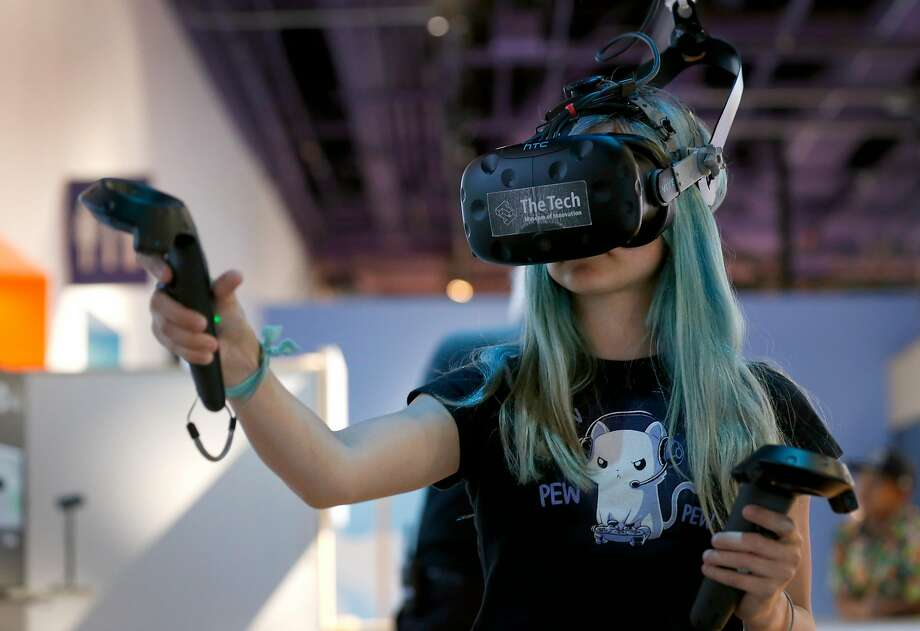Milana Nadolsky, 13, creates 3-D art at the Tech Museum of Innovation in San Jose. Photo: Paul Chinn, The Chronicle