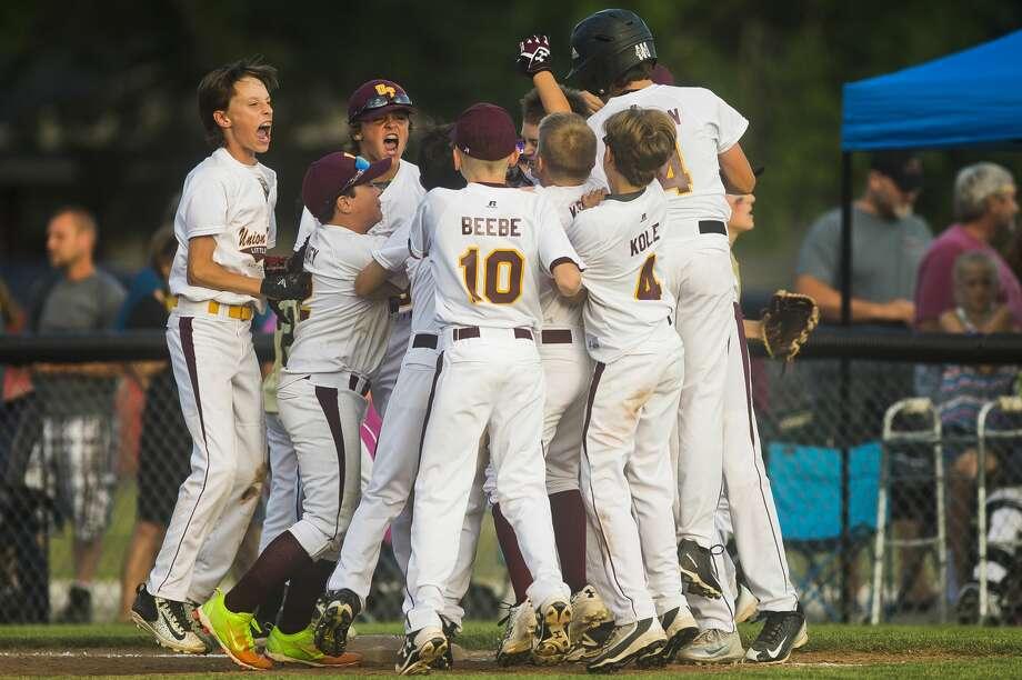 Union Township little league celebrates their 11-10 victory over Bullock Creek on Thursday, July 13, 2017 in Midland. Photo: (Katy Kildee/kkildee@mdn.net)
