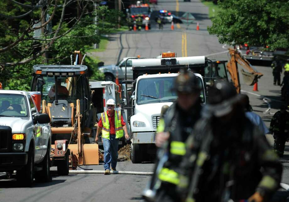 Crews from Southern Connecticut Gas respond in June 2012 to a gas leak on Old Town Road in Bridgeport, Conn. In the summer of 2017, SCG is proposing a program to check systemically for leak-prone main gas lines, as part of a rate request that would allow it to increase rates by a combined $19.2 million between 2018 and 2020. Photo: Autumn Driscoll / Autumn Driscoll / Connecticut Post