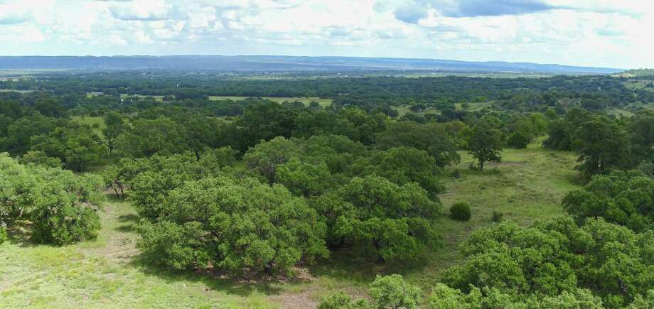 Vineyard Ridge offers 2- to 10-acre homesites in the area. Homeowners can enjoy the Hill Country views.
