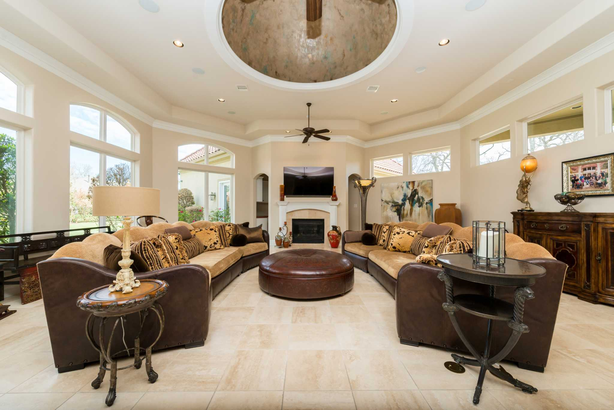 Prime Property Weston Lakes Estate Showcases Indoor Outdoor Entertaining Areas Houston Chronicle