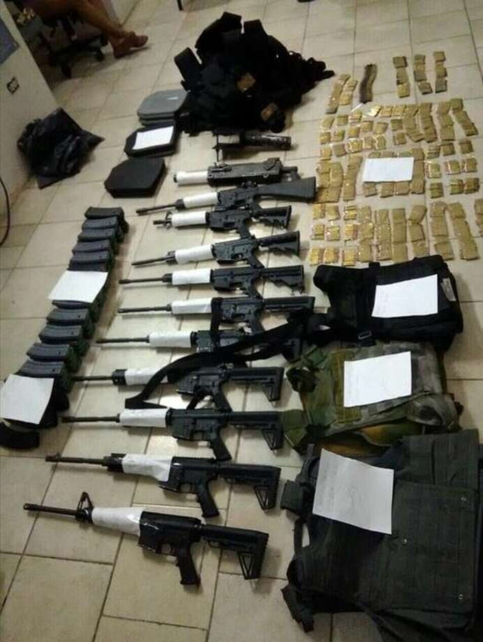 Mexican soldiers said they seized the weapons shown in this picture in Nuevo Laredo. Authorities also arrested five people in connection with the case. Photo: Courtesy