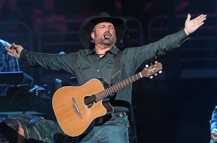 A Texas couple got engaged at a Garth Brooks concert in Oklahoma City at the Chesapeake Energy Arena and the country singer made the love birds a special offer.Click through to see what Garth Brooks looked like when he first played in Houston... Photo: Gilbert Carrasquillo/Getty Images
