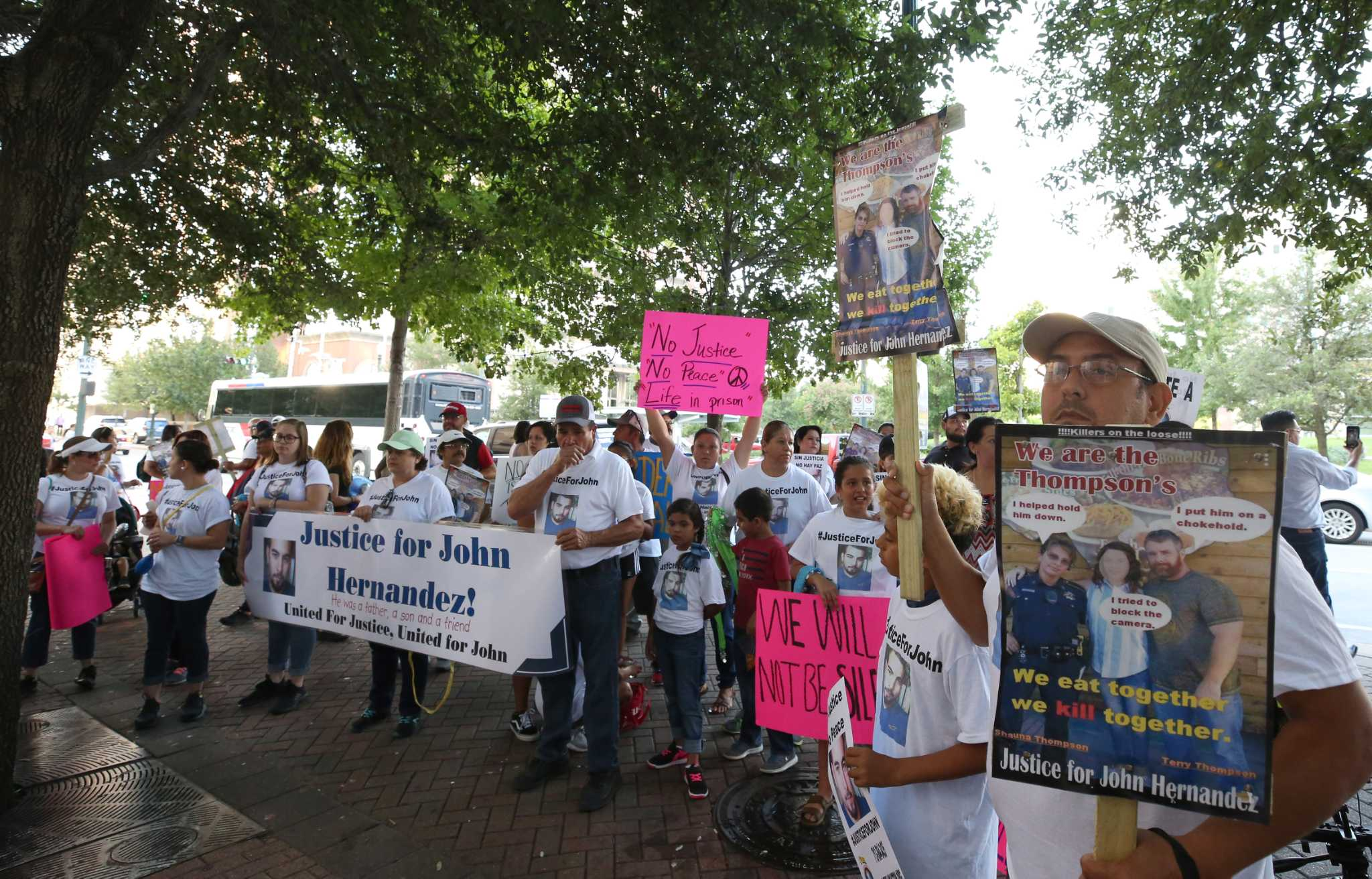 John hernandez state farm agent - Courthouse Protesters Greet Deputy Husband Accused In Choking Death At Denny S Houston Chronicle